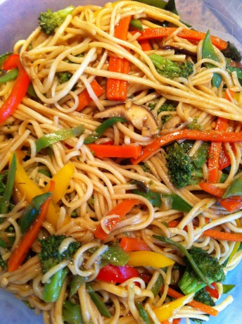 Soba Noodle Stir-Fry by VeganMos -- www.veganmos.com